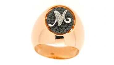 Lo chevalier: un anello al mignolo