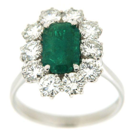 G1196-anello-oro-bianco-smeraldo-contorno-diamanti