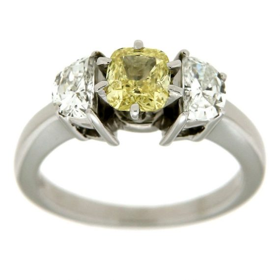 G1368-anello-oro-bianco-diamante-fancy-cushion
