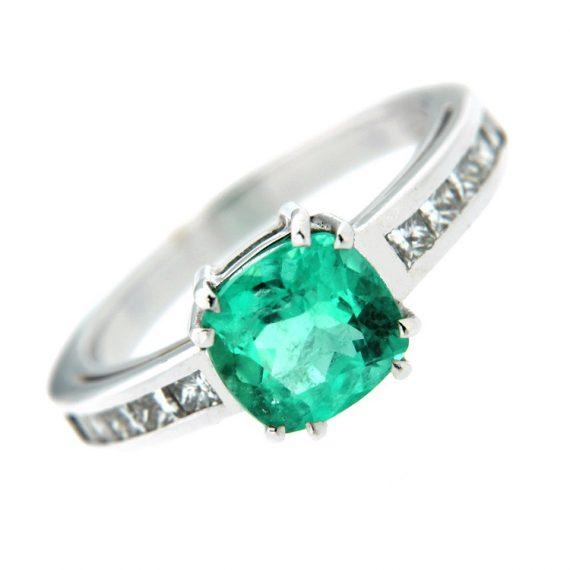 G324_anello_oro_bianco_smeraldo_diamanti-princess-1