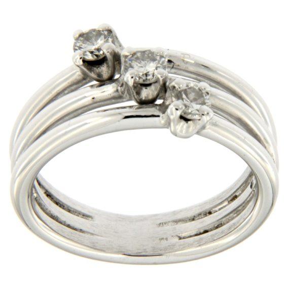 G2096-anello-trilogy-oro-bianco-diamanti-brillanti