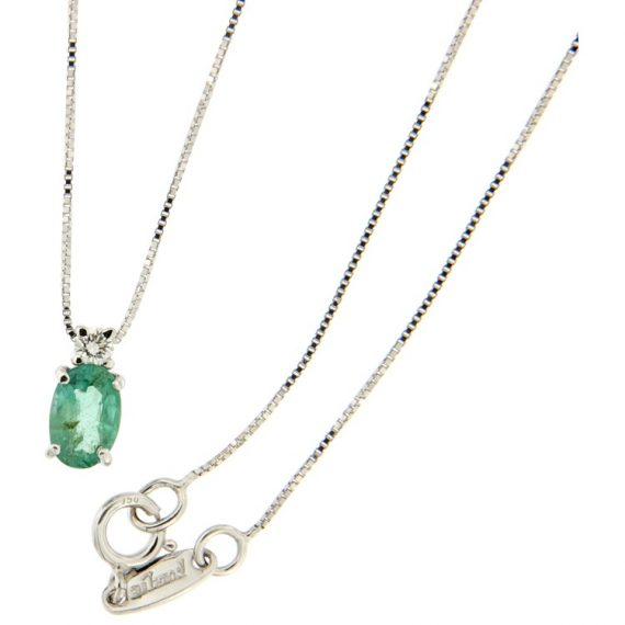 G2255-white-gold-necklace-with-brilliant-cut-diamond-and-emerald