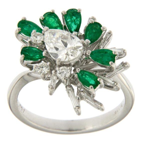 G2576-anello-oro-bianco-diamanti-smeraldi
